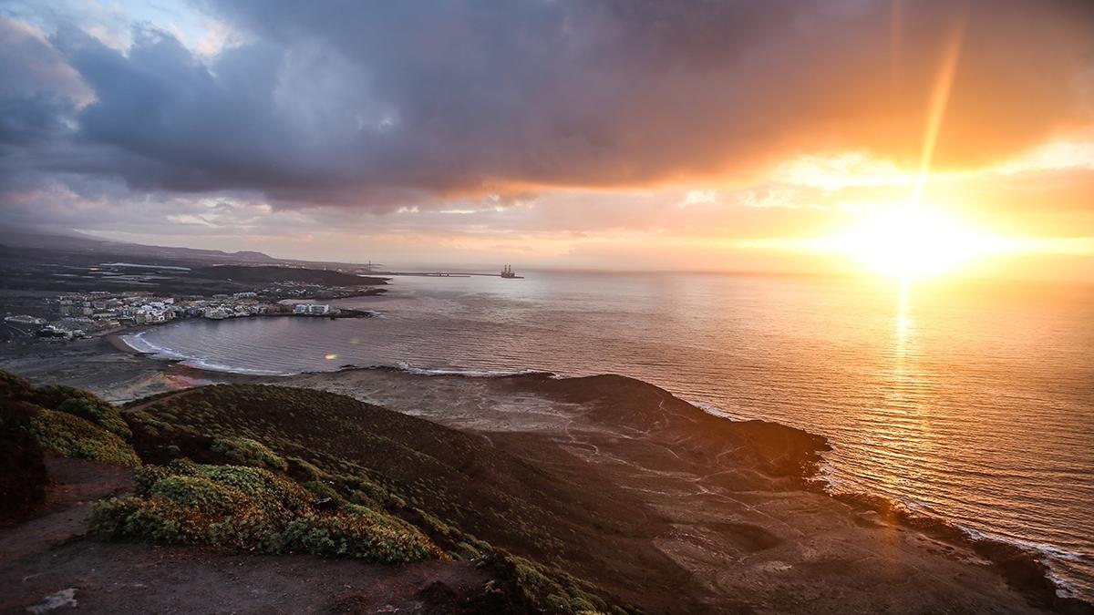 Západ slunce nad mořem Tenerife